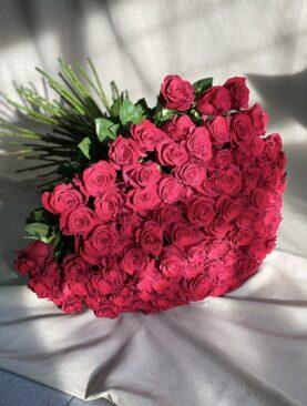 Букет из 101 красной розы (100 см) в упаковке